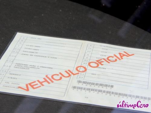 Distintivo colocado en el coche oficial del consejero de la Presidencia. Foto: últimoCero