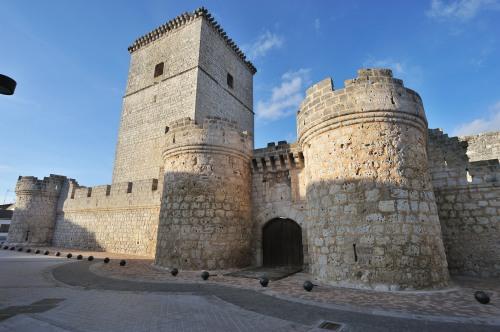 Imagen frontal del Castillo de Portillo.
