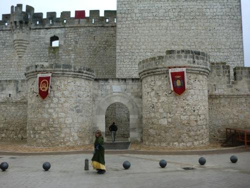 Fachada de la entrada principal del castillo de Portillo.