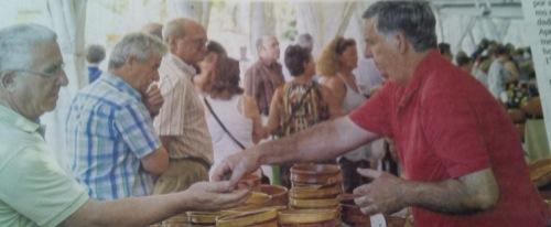 José Mª Aranda, en su puesto ambulante en una de las ferias a las que acude anualmente.