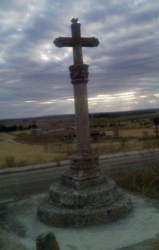 Perspectiva de la cruz desde la carretera del sombrío.
