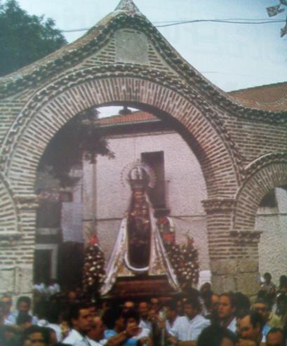 Sta. María La Mayor en procesión. (Imagen tomada de uno de los programas anuales de fiestas).