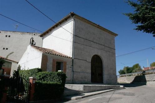 Ermita del Santo Cristo, junto a la carretera de Segovia.