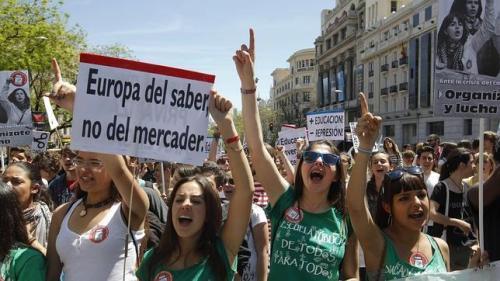Manifestación de estudiantes frente al Ministerio de Educación.
