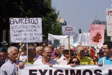 Protesta contra los ladrones modernos y de guante blanco.