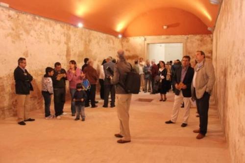 Visita a los aljibes. Hoy están abiertos al público y, en ocasiones, explica su compleja construcción el propio alcalde, Pedro Alonso.