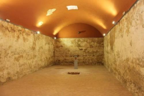 Interior del aljibe, al que hoy sí se puede acceder por escaleras. Perfectamente rehabilitado.