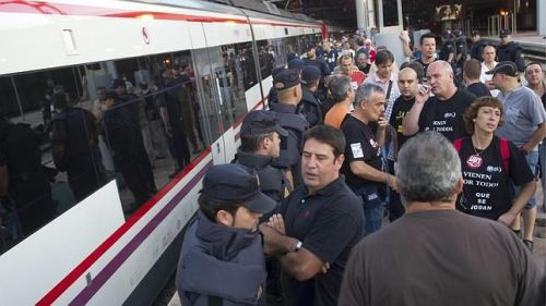 Huelga de trenes en plena operación salida, fruto d ela irresponsablidad sindical