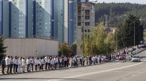 Cadena humana para reivindicar el modelo de gestión y de titularidad pública del Hospital Universitario de Burgos / Ical
