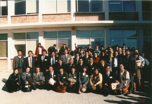 Grupo de profesores japoneses que visitaron el instituto de Portillo en 1999