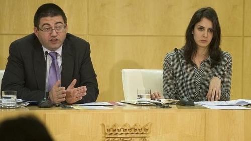 Carlos Sánchez, concejal de Hacienda de Madrid, y la concejala 'asaltacapillas', Rita Maestre.