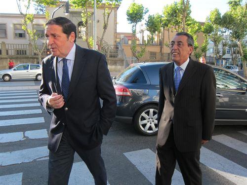 Saez Aguado, todavía consejero de Sanidad, acompañado por el ínclito Bienvenido Mena Merchán, delegado territorial de la Junta en Salamanca.