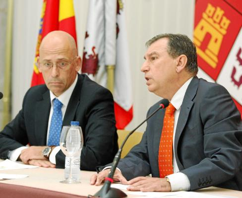 Sanchez-Pascuala (i) y Juanjo Mateos (anterior consejero de educación) en una de sus muchas comparecencias.