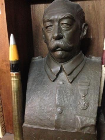Busto escultórico del General Saliquet