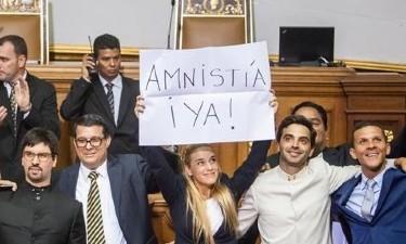 Lilian Tintori, esposa de Leopoldo López, exige amnistía para los presos políticos.