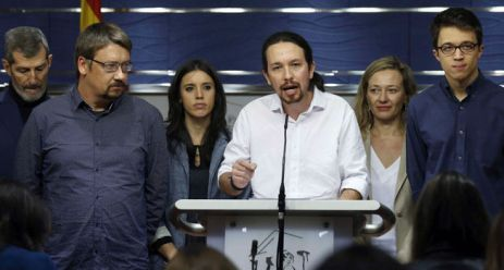 Pablo Iglesias rodeado de sus 'esbirros' podemitas.
