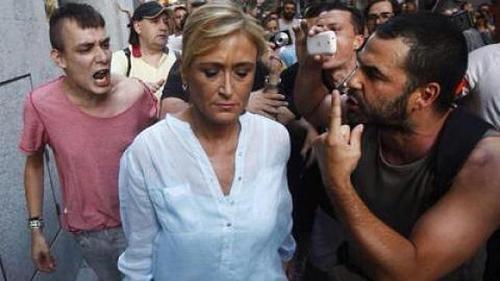 """Amenazas de muerte de """"Podemos"""" en el escrache a Cristina Cifuentes, frente a la educación ciudadana ante la atrocidad de Javier Barbero."""