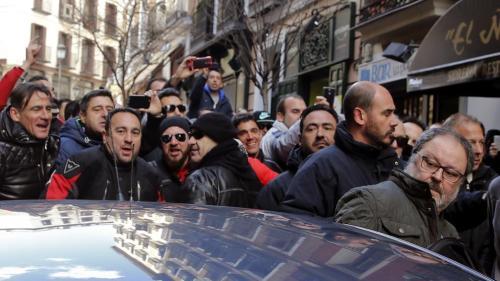 Edil de seguridad escrachado en Madrid ante su reiterada incompetencia e indignidad.