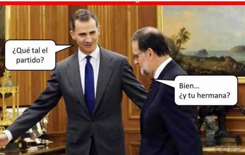 Fiel imagen de cómo Felipe VI y Mariano Rajoy se preguntan mútuamente por su respectivo ámbito de corrupción.