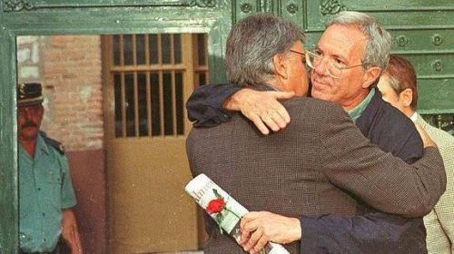 """Felipe González con José Barrionuevo en la época en que Garzón dijo que Felipe González era la """"X"""" de los GAL y el responsable del asesinato de Lasa y Zabala con cal viva."""