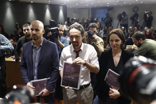 Podemita y degenerado , Pablo Manuel 'Mezquitas' con parte de su tropa sectaria.