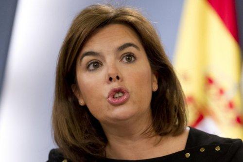 Sáens de Santamaría, vicepresidenta del Gobierno Rajoy, dispuesta a utilizar de nuevo la tijera contra los funcionarios.