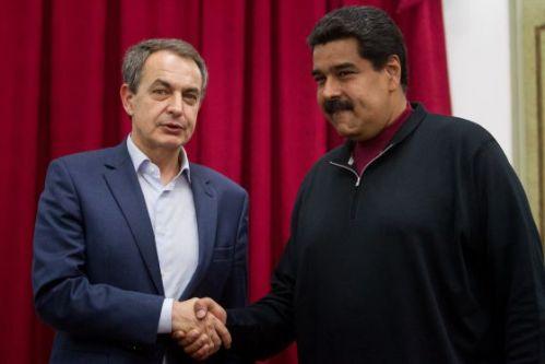 Nicolás Maduro (d) y Rodríguez Zapatero, expresidente del gobierno español y responsable de la ruina de España por sus denigrantes políticas socialistas.