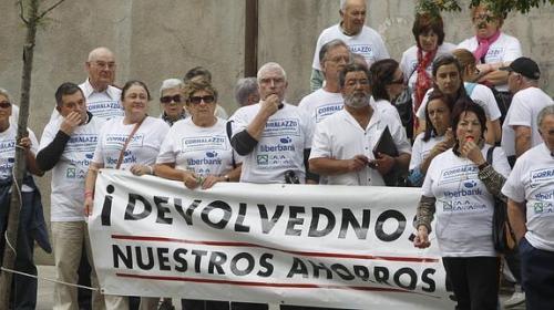 Protesta de preferentistas ante el fraude bancario con preferentes y deuda subordinada.