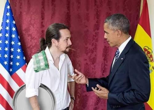 El camarero, Pablo Manuel Iglesias, atendiendo las instrucciones del presidente,  Obama.