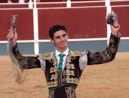 Víctor Barrio tras una triunfante faena en la plaza de toros.