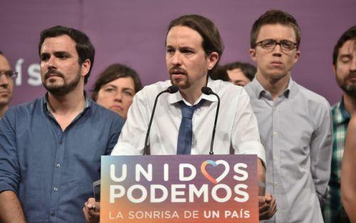 Muchachos de 'Podemos' jugando a hacer política.