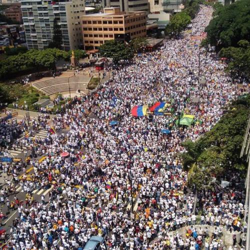 Venezuela: la dignidad de un país pisoteada por el  presidente dictador 'Masburro'