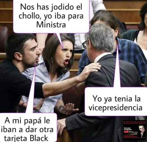 Discusión entre un miembro de Ciudadanos contra podemitas retratados con cara d eodio y mala fe.