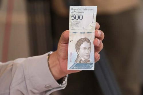 Maduro muestra un nuevo billete de Bs. 500 el 15 de diciembre de 2016 / archivo