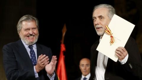 Fernando Trueba junto con el ministro de Educación, Cultura y Deporte.