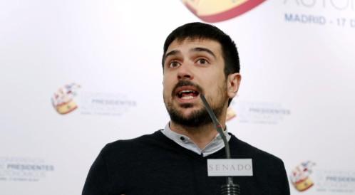 El portavoz de Unidos Podemos en el Senado, Ramón Espinar Leer más:  El PP tumba la propuesta de Podemos de eliminar de los actos los símbolos religiosos  http://www.larazon.es/espana/el-pp-tumba-la-propuesta-de-podemos-de-eliminar-de-los-actos-los-simbolos-religiosos-HB14372162?sky=Sky-Enero-2017#Ttt1AXCBtUjXQPIE Convierte a tus clientes en tus mejores vendedores: http://www.referion.com